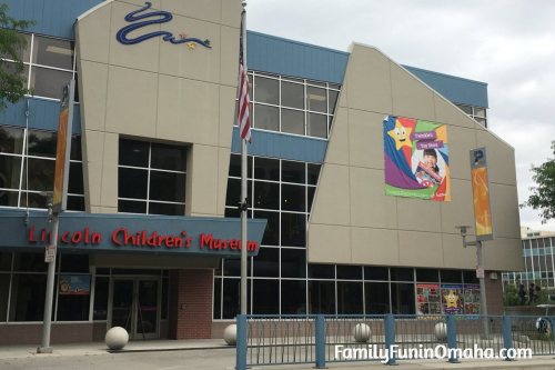 The outside front of the Lincoln Children\'s Museum building.